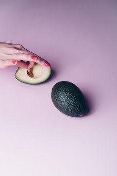 ✖️AVOCADO✖️Fine-Art-Print auf feinstem Hahnemühle Papier. Von 20x30 cm bis 80x120 cm erhältlich. #artprint #poster #yourownage #avocado #frucht #früchte #pink #lila #verlauf #fineart #grafikdesign #fotografie #photography
