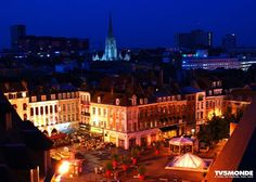 #Placerihour #Lille #France  A praça Rihour é parte do centro da cidade de Lille. Seu nome vem do palácio de frente para ela. Este é um dos pontos da famosa grande feira de Lille que é realizado anualmente na primeira semana de setembro . Desde 1996 recebe o mercado de Natal: são 80 chalés que vendem artesanato e espacialidades Natal como vinho quente.