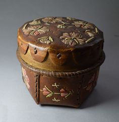 AMERICAN INDIAN FINE EASTERN WOODLANDS ANTIQUE BIRCH BARK CONTAINER