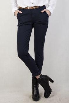 Granatowe spodnie materiałowe z paskiem
