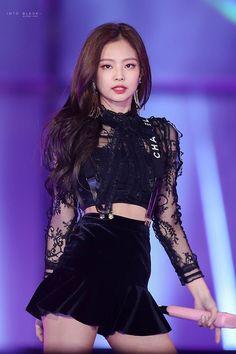 Hot Photo& of Jennie Blackpink Stage Outfits, Kpop Outfits, Sexy Outfits, Cute Outfits, Chanel Rose, Mode Chanel, Kim Jennie, Lisa, Black Pink Kpop