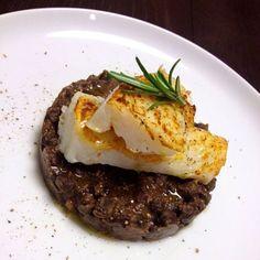 """Curiosità, ricette e news dal mondo del gluten-free: per le Feste ecco una piccola collezione di ricette inedite di quattro chef che lavorano in due regioni fra le regioni top per la produzione di legumi, Umbria e Toscana<br /> <a href=""""http://d.repubblica.it/argomento/glutenfree""""><strong>GUARDA: TUTTO GLUTEN FREE</strong></a>"""