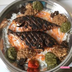 Thiébou diola (braised fish and rice Cassandra Good Foods To Eat, I Foods, Gambian Food, Senegalese Recipe, Healthy Cooking, Healthy Recipes, West African Food, Indian Food Recipes, Ethnic Recipes