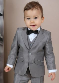 Kids Fashion Wear, Little Boy Fashion, Baby Boy Fashion, Baby Boy Outfits, Kids Outfits, Costume Garçon, Costume Blanc, Baby Summer Dresses, Baby Boy Suit