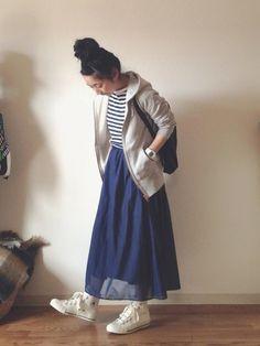 ブルーとホワイトの色使いで、マリンテイストの着こなしも可愛い♪春はパーカーと、こんなふんわりスカートが着たくなる季節です。