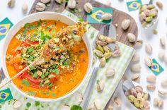 Brasilianische Moqueca mit Mango und Hühner-Pistazien-Spießen | http://eatsmarter.de/rezepte/brasilianische-moqueca-mit-mango-und-huehner-pistazien-spiessen