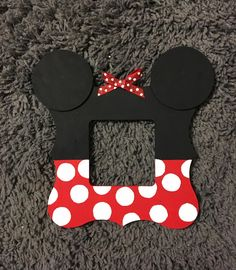 Join us on FB for this super sweet Minnie Mouse picture frame & much more! Perfect for family Disney pictures