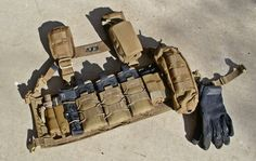 Would go perfect over a cutaway plate holder, and above a battle belt. Layer it up just like winter clothing. Edc Tactical, Tactical Equipment, Tactical Knives, Special Forces Gear, Battle Belt, Tac Gear, Combat Gear, Chest Rig, Military Gear