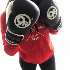 I have partnered up with @9round_yyc_sagehill to discuss the benefits of exercise and how this amazing 30 minute full body kickboxing workout can improve your health. I have never been big on joining a traditional gym or doing exercise but 9Round is something that I absolutely LOVE. All the members and trainers encourage each other throughout the entire workout. If you live in YYC, I highly recommend you try a free workout at the Sage Hill Location. Nicole, Matt, Tam and Craig will kick…