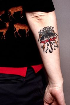 What does umbrella tattoo mean? We have umbrella tattoo ideas, designs, symbolism and we explain the meaning behind the tattoo. Time Tattoos, Body Art Tattoos, New Tattoos, Sleeve Tattoos, Future Tattoos, Sanduhr Tattoo Old School, Tatuagem Pin Up, Tatuagem Old Scholl, Storm Tattoo