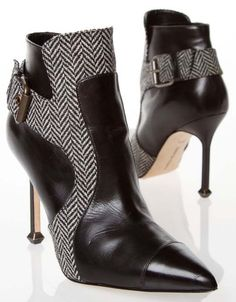 Manolo blahnik boots flynn flynn coleman-hers. High Heel Boots, Heeled Boots, Bootie Boots, Shoe Boots, Ankle Boots, Cute Shoes, Me Too Shoes, Manolo Blahnik Heels, Pumps
