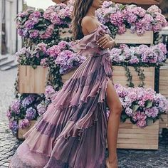 While choosing the bohemian style in women clothing, the first thing we need to keep in mind is the comfort. Yes, without having a relaxed feel in clothing, it can't be good to title something in bohemian style designs. Paris Chic, Boho Chic, Style Bobo Chic, Boho Fashion, Fashion Dresses, 90s Fashion, Fashion Blogs, Floral Fashion, Couture Fashion