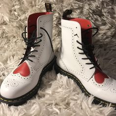 acf994132d48 DR. MARTENS Bentley II Hearts ❤ Only worn once Clean and - Depop Dr
