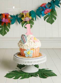 Hace algún tiempo hablamos de las SMASH CAKES y en esa oportunidad dimos algunos consejos para la sesión completa y no nos centramos tanto en los pasteles porque eran mas sencillos, de los que podr…