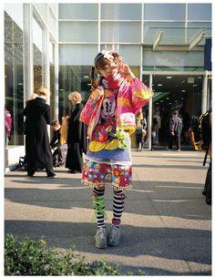 ストリートスナップ誌『FRUiTS』が撮影した原宿KAWAiiカルチャーの源流「デコラ・ファッション」MotionGallery