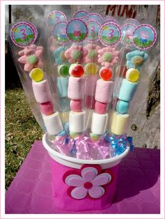 brochetas chuches Peppa Pig brochetas chuches Peppa Pig Place a new birthday celebration that's Pig Birthday, Third Birthday, 4th Birthday Parties, Birthday Celebration, Peppa E George, George Pig, Pig Candy, Party Time, Cupcakes