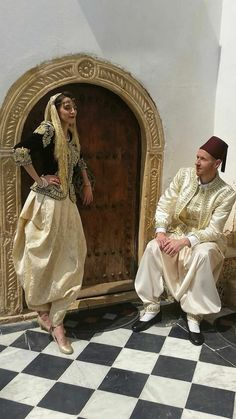Algerian couple in traditional clothes Middle Eastern Men, Hijab Wedding Dresses, Marriage Dress, Perfect Beard, Arab Fashion, Moroccan Caftan, Beard Lover, Gifts For Photographers, Lakme Fashion Week