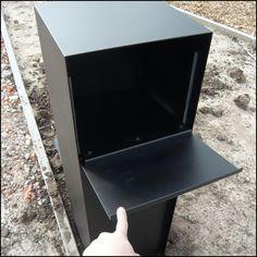 Strakke design brievenbus pakjes systeem met diefstalbeveiliging. De brievenbus is voorzien van een dieper gelegen front en uitgevoerd in gelakt aluminium.