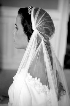 La Champanera Blog de Bodas - Foto Mercedes Blanco 13 Wedding Veils, Wedding Dresses, Bride Dresses, Headband Veil, Dream Wedding, Wedding Day, Wedding Things, Bride Veil, Woodland Wedding