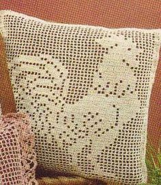 Free Crochet Pattern for this vintage filet crocheted pillow!