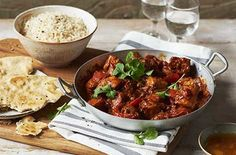 These hearty & healthy meals are quick-to-prepare, packed with nutritious ingredients & very delicious. For more midweek meals head to Tesco Real Food. Slow Cooker Curry, Slow Cooker Pork, Healthy Curry Recipe, Curry Recipes, Easy Student Meals, Easy Student Recipes, Karahi Recipe, Healthy Eating Recipes, Healthy Meals