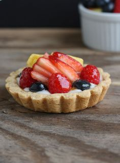 Ever see those gorgeous shiny fruit tarts in the bakery display case? How do they make those fruit tarts look so shiny anyway? Learn how to do it yourself. The post How to Glaze a Fruit Tart appeared first on Dessert Factory. Fruit Tartlets, Mini Fruit Tarts, Tart Recipes, Fudge Recipes, Dessert Recipes, Fruit Tart Glaze, How To Make Tart, Just Desserts, Delicious Desserts