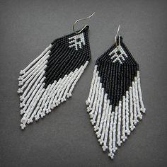 Schwarz und weiß lange Perlen baumeln Ohrringe  von Anabel27shop
