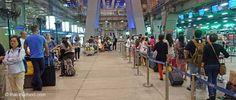 Warteschlange für ein Taxi am Flughafen BKK Bangkok, Tricks, Street View, Taxi Driver