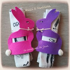 Coniglietti portatovaglioli in feltro Easter Bunny, Easter Eggs, Felt Crafts, Diy And Crafts, Bunny Party, Easter Cross, Diy Easter Decorations, Shabby Chic Christmas, Easter Crochet