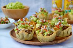 Skip the forks in favor of your fingers with a party-friendly recipe for Easy Taco Salad Cups. I often gravitate toward the miniature version of traditionally n Finger Food Appetizers, Appetizers For Party, Finger Foods, Appetizer Recipes, Thanksgiving Appetizers, Recipes Dinner, Drink Recipes, Soup Recipes, Mini Tacos