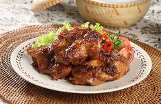 Menyajikan empal gepuk tak harus terbuat dari daging sapi. Sebab paha ayam juga bisa kita jadikan empal gepuk yang tak kalah nikmatnya. Sajikan Empal Gepuk Ayam dengan nasi putih hangat.