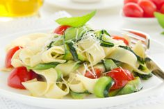 Zucchini is the new spaghetti. Here's a delicious pasta without all the carbs. Spaghetti, Clean Eating, Zucchini Pasta, Health Problems, Pasta Salad, Potato Salad, Healthy Living, Healthy Recipes, Cooking