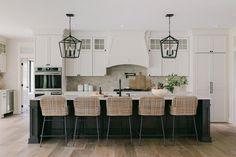 Home Decor Kitchen, Interior Design Kitchen, New Kitchen, Modern Farmhouse Kitchens, Home Kitchens, Farmhouse Style, Stools For Kitchen Island, Home Remodeling, Kitchen Remodel