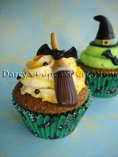 Holiday Desserts, Holiday Fun, Holiday Recipes, Halloween Cupcakes, Halloween Treats, Halloween Stuff, Cake Board, Little Cakes, Cakes And More