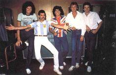 Diego Armando Maradona scambia la maglia con Freddy Mercury, 1981