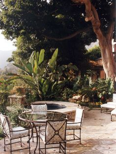 BACKYARD MEDITERRANEAN THEME