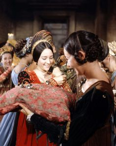 OLIVIA HUSSEY ROMEO AND JULIET 8X10 PHOTO PARTY SCENE