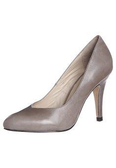 f697155d4cf03 Les 43 meilleures images du tableau chaussure sur Pinterest ...