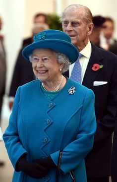 Queen Elizabeth and the Duke of Edinburgh were in Wolverhampton today where they openned the new Jaguar Land Rover Engine Manufacturing Centre and paid a visit to International Security Printers. English Royal Family, British Royal Families, British Family, Elizabeth Philip, Queen Elizabeth Ii, Palais De Buckingham, New Jaguar, Royal Queen, Queen Elizabeth