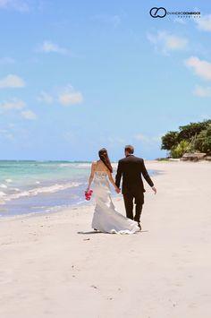 A Deisiane e o David escolheram Tamandaré, em Pernambuco, para a realização do seu Destination Wedding. Confira como tudo estava lindo e muito charmoso! #Casamento #destinationwedding #noivos #noiva #wedding #bride #noivinhasdeluxo #pernambuco