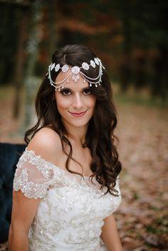 Wedding hairstlye, glam hair accessory, curled bridal hair // Tara Draper Photography