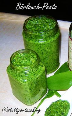 stuttgartcooking: Bärlauch-Pesto You are in the right place about Condiments for hamburgers Here we Pesto Dip, Pesto Sauce, Pesto Recipe, Pesto Pasta, Homemade Soup, How To Make Homemade, Chutneys, Ketchup, Pesto Vegan