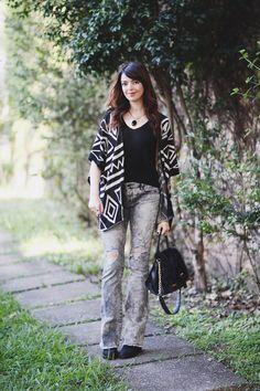 http://www.justlia.com.br/2015/04/look-do-dia-poncho/ poncho étnico, calça jeans cinza