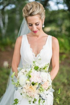 Photography : Leila Brewster | Beautiful Bouquet | Simple | Bride | True Event | http://www.trueevent.com http://www.stylemepretty.com/2015/12/23/gedney-farm-massachusetts-wedding/