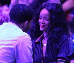 Look how she looking at him...DRAKE