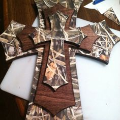 I'd use Mossy Oak instead of duck hunting camo :) Wooden Crosses, Crosses Decor, Wall Crosses, Wooden Blocks, Camo Rooms, Camo Room Decor, Camouflage Bedroom, Wall Decor, Wood Crafts