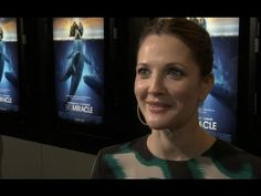 Drew Barrymore portrays Greenpeace activist Cindy Lowry (called Rachel Kramer in the movie) in the new feature film Big Miracle. At the premiere in Washington DC she talked to us about what she learned about Greenpeace and her respect for our commitment to taking peaceful action for the planet.