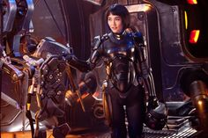 Mako Mori Returns In Pacific Rim 2 Footage Pacific Rim Uprising won't see many familiar faces from the first movie, yet in new footage which was released at Tokyo Comic-Con, actres. Pacific Rim Movie, Pacific Rim Jaeger, Rinko Kikuchi, Halo, Charlie Day, Helmet Hair, Fiction Movies, Science Fiction, Cult Movies