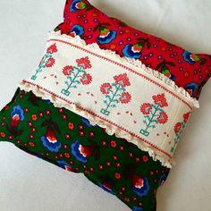 "309 Beğenme, 61 Yorum - Instagram'da Kırkyama Patchwork Mefruşat (@kirkbiryama): ""Günaydın  Hem #pazen Hem #etamin Hem #dantel olsun dedim…"" Diy Pillows, Decorative Pillows, Cushions, Diy And Crafts, Arts And Crafts, Granny Chic, Crochet Pillow, Embroidered Clothes, Cushion Fabric"