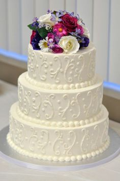 Love the Scroll work...but pipping should be turquoise or chocolate ganache